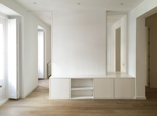 04-Rehabilitation-Logement-Atela-Architectes-Madrid-Mobilier-coulissant