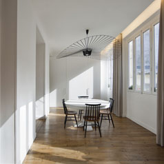 Salle-a-Manger-Galerie-Amenagement-Appartement-Architecture-Interieur-Lumiere-Naturelle-Paris3-Atela-Architectes